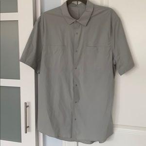Men's Lululemon short sleeve shirt